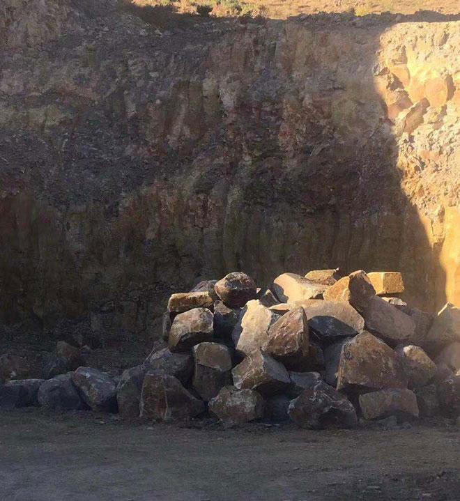 矿山荒料图片